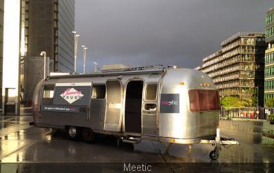 106399-le-cocooning-truck-meetic-pour-la-saint-valentin